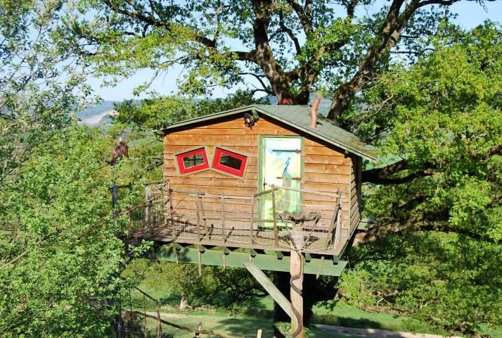 Cabane dans les arbres à coté de Cluny