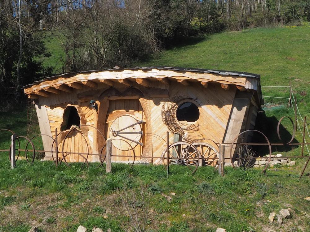 Maison de hobbit, hébergement insolite Cluny